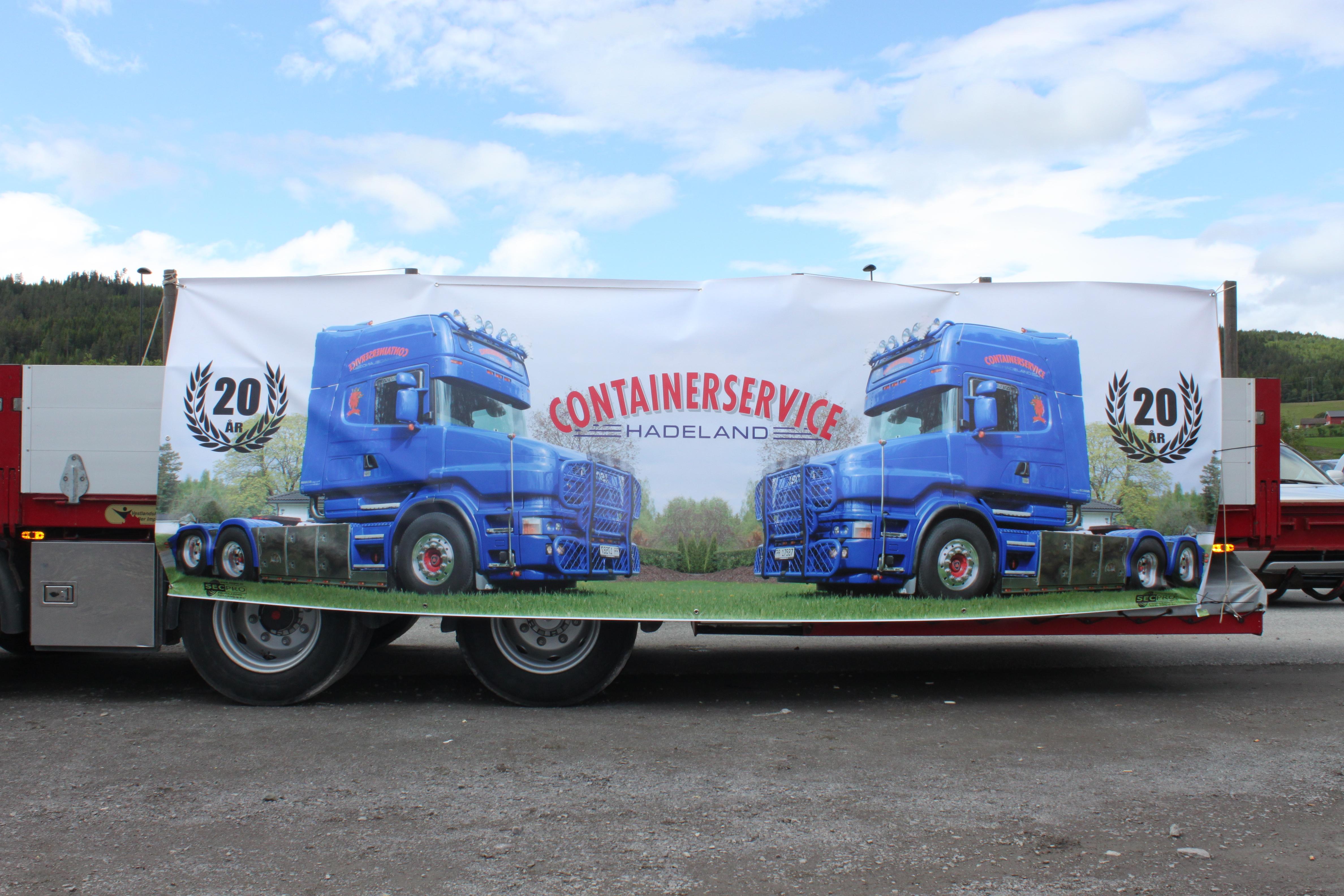 utstilling av lastebiler og servering