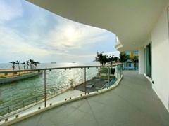 Beachfront Condo For Sale Na Jomtien Pattaya