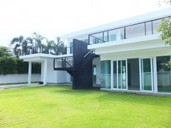 4 bed Pool Villa for sale Na Jomtien at 5M THB !!