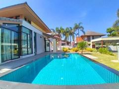 Pool Villa for rent in tranquil Pattaya