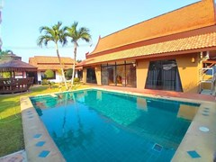 ThaiBali Pool Villa For Rent East Pattaya