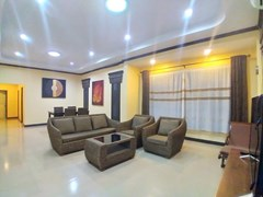 House For Rent Pattaya with Communal Pool