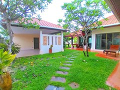 House For Rent Huay Yai with Garden