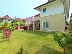 House for rent East Pattaya with lawn garden