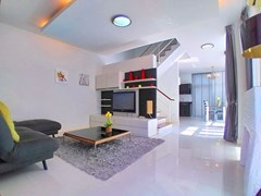House for rent East Pattaya with small Pool