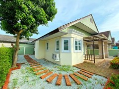 House For Sale East Pattaya with communal pool