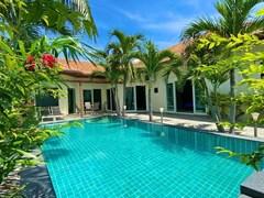 4-bedroom Pool Villa for sale on Pratumnak Hill Pattaya