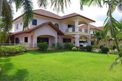 5 bedroom house for sale in East Pattaya