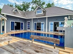 House with pool for rent in East Pattaya