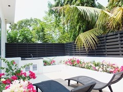 Funky pool villa for sale in Jomtien
