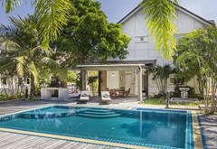 4 bedroom Pool Villa for sale East Pattaya with additional Maid rooms