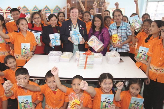 Rotary Club of Jomtien-Pattaya donates English books to Pattaya School No. 8